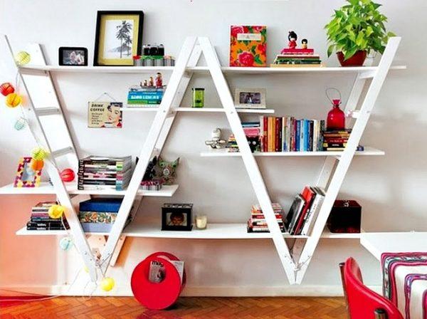 Polica za knjige, ljestve kao ukras
