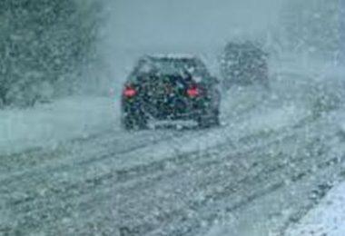 Auto i snijeg