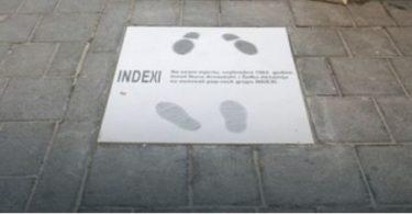 Indexi, spomen-ploča