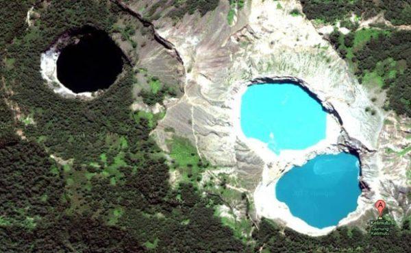 Kelimutu, obojena jezera