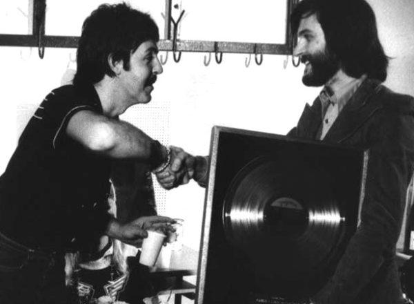 Veljko_Despot_i_Paul_McCartney,_Zagreb,_1976