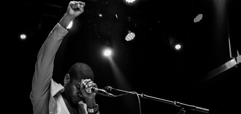 Algiers, live